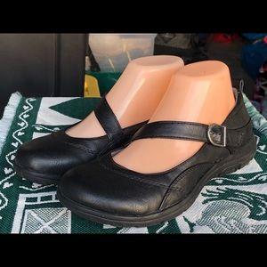 YUU Elloise Black Leather Mary Jane Shoes Size 7M
